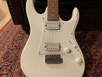 Rent : Ibanez electric guitar