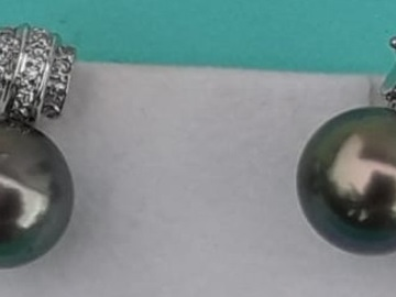 Sell: 18kt White Gold Tahitian Pearl Earrings