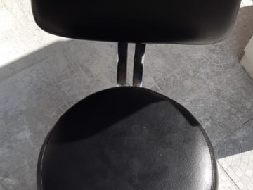 Sell: Nail Tech Chair