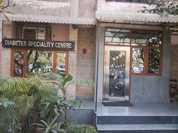 Stay Near Hospital: Dr. Khanna's Diabetes Speciality Center
