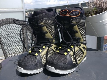 Selling: 32 Snowboard boots... TM2 UK 9