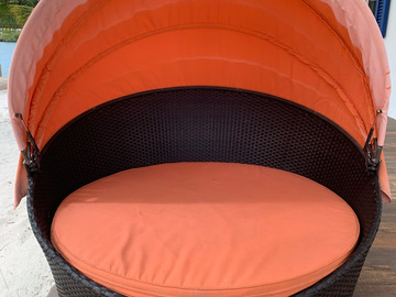 Sell: Outdoor Patio Round Retractable Canopy Daybed