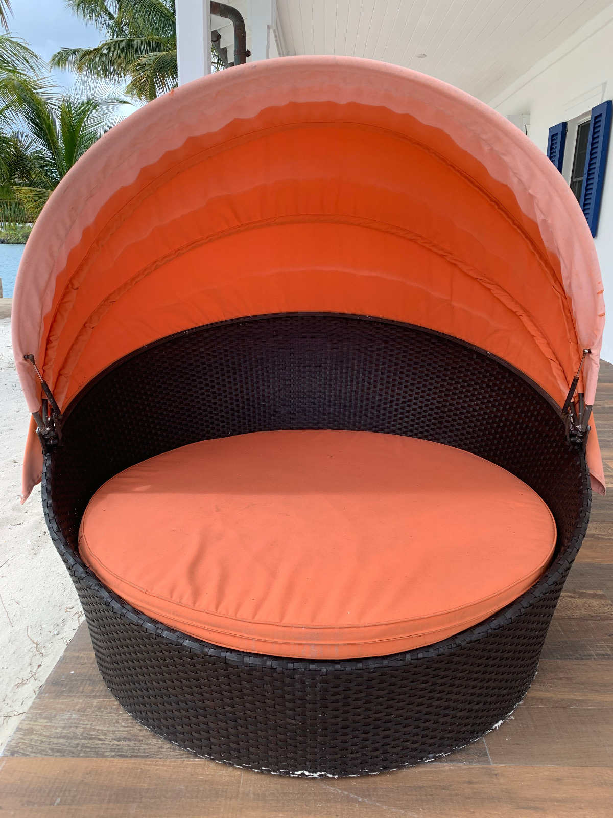 Outdoor Patio Round Retractable Canopy Daybed