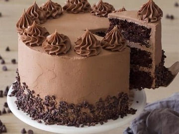 Selling: Cream Drop Chocolate Cake Half Kg