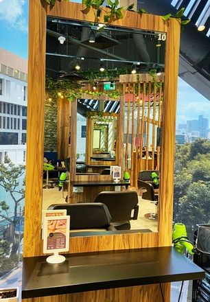 Renting  with online payment: 6 Mirror Counter Space in Orchard Central Mall @DoMyHair