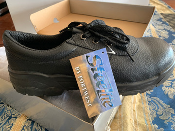 Sell: Steeltoe Work Shoe (size 10)