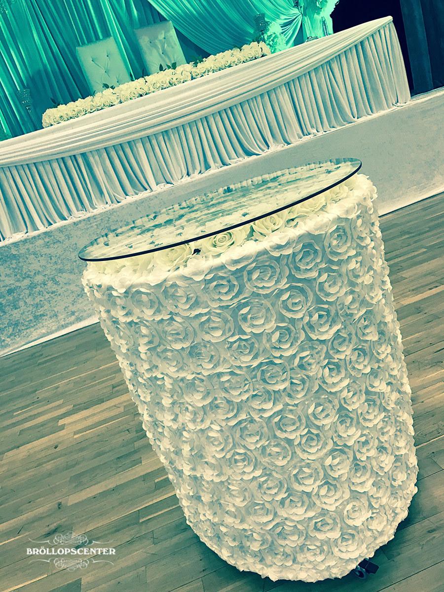 Tårtbord med blommig tyg