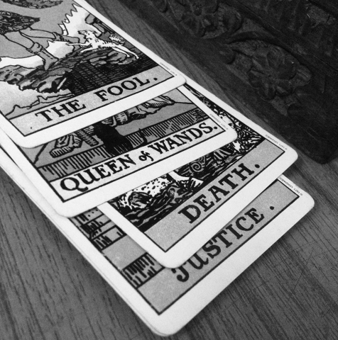 TAROT CARD READER