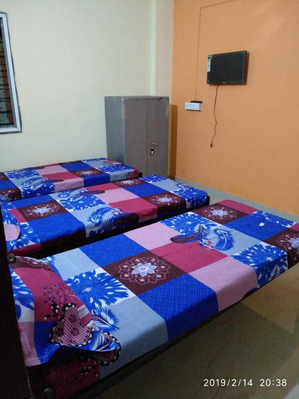 Premium Boys Hostel - Hadapsar, Pune