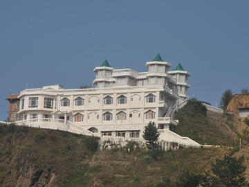 Renting out: Nature Lovers In India HOMESTAY IN THEOG - SHIMLA , HP