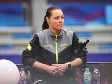 Paid: Dana Cechova