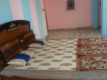 Renting out: Stay with Family Homestay RAJA PARK , JAIPUR