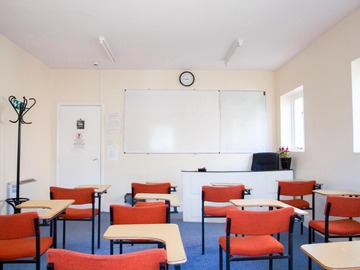 Hire per hour (online payment Visa Mastercard Amex): Meeting Classroom north london