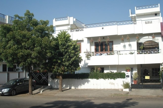 Renting out: Retired friendly couple in 60's HOMESTAY IN JAWAHAR NAGAR JAIPUR