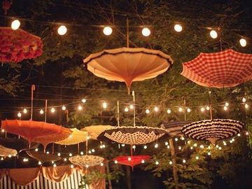 Renting out with online payment: Dreamy Umbrella Decoration