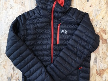 Selling: Fjern Down Jacket Black/Orange zips