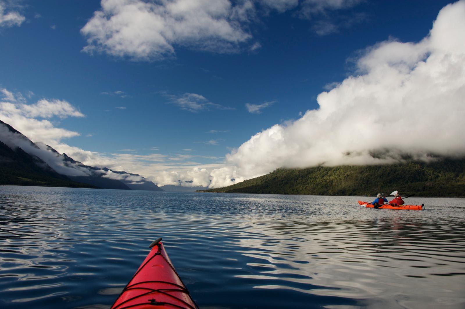 Kayak de día completo por el Estuario de Reloncaví