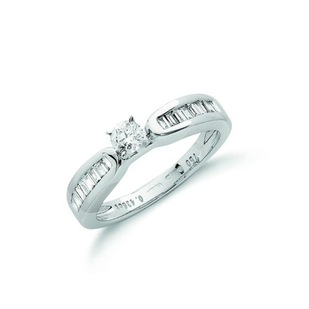 Selling: 18ct White Gold 0.43ct H-VS Diamond Engagement Ring