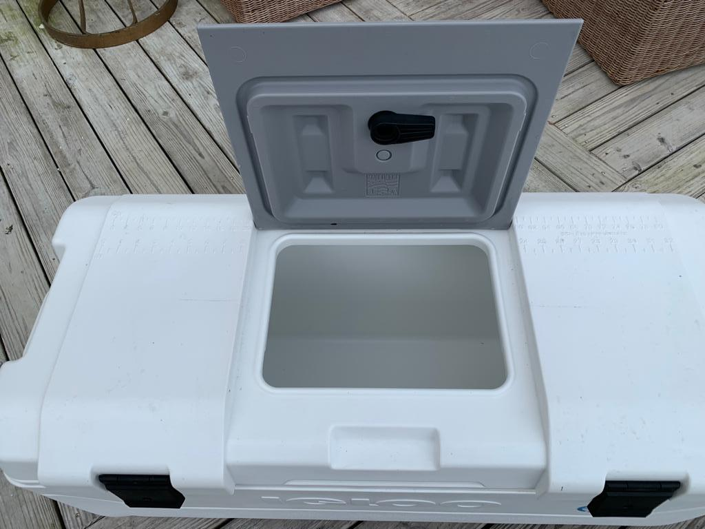 Large Igloo Cooler