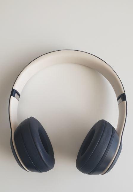 Beats solo3 wireless-чихэвч зарна. Үнэ: 450,000₮ Утас: 80772080