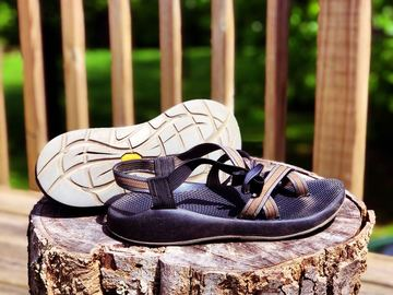 Selling: Size 10 Men's Chacos w/toe loop