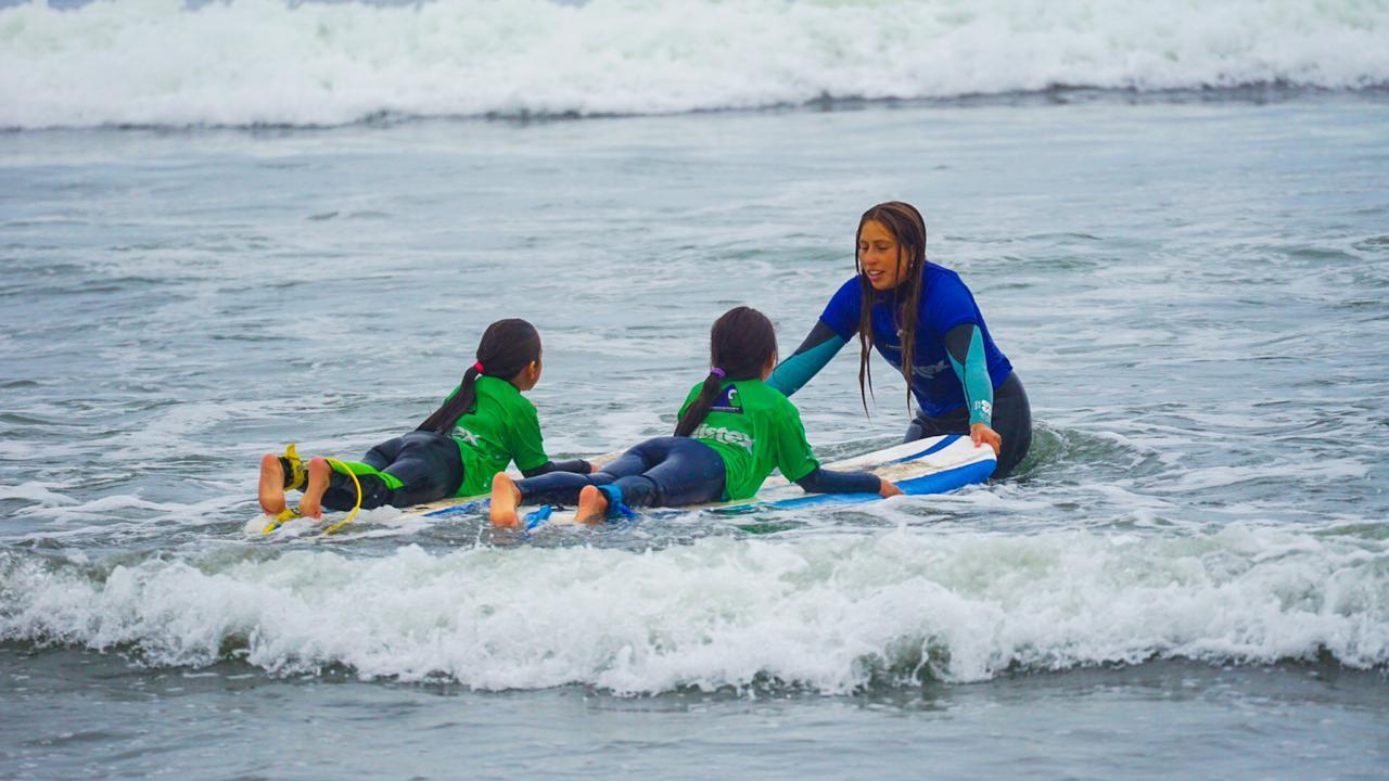 Clase de Surf colectiva en Playa La Boca, Concón