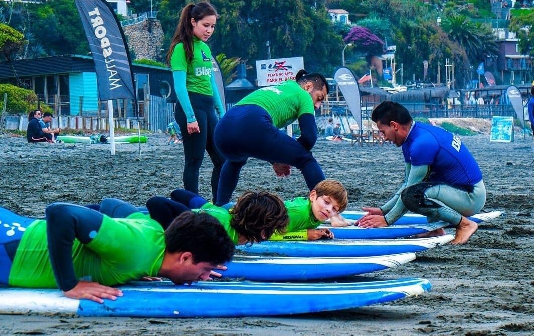Clase de Surf para grupos, Playa la Boca, Concón
