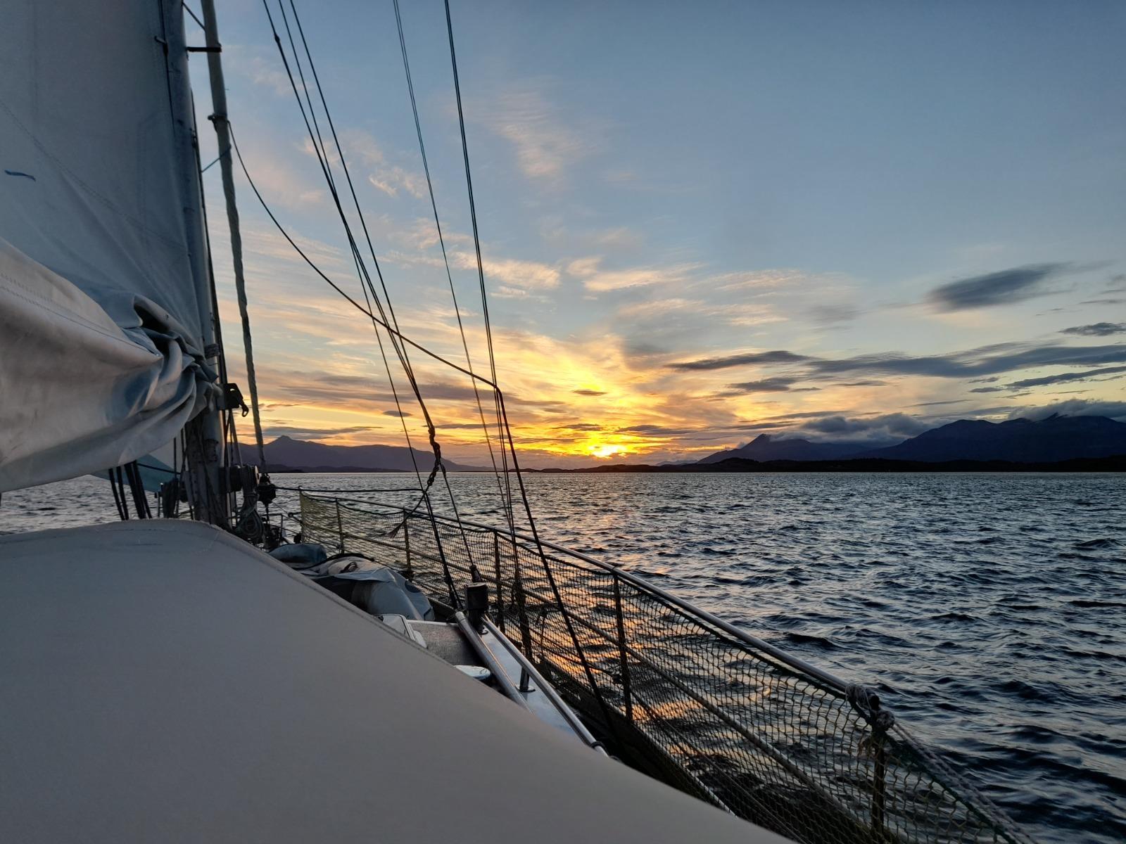 Travesía por los Glaciares del Canal Beagle (7 días/6 noches)