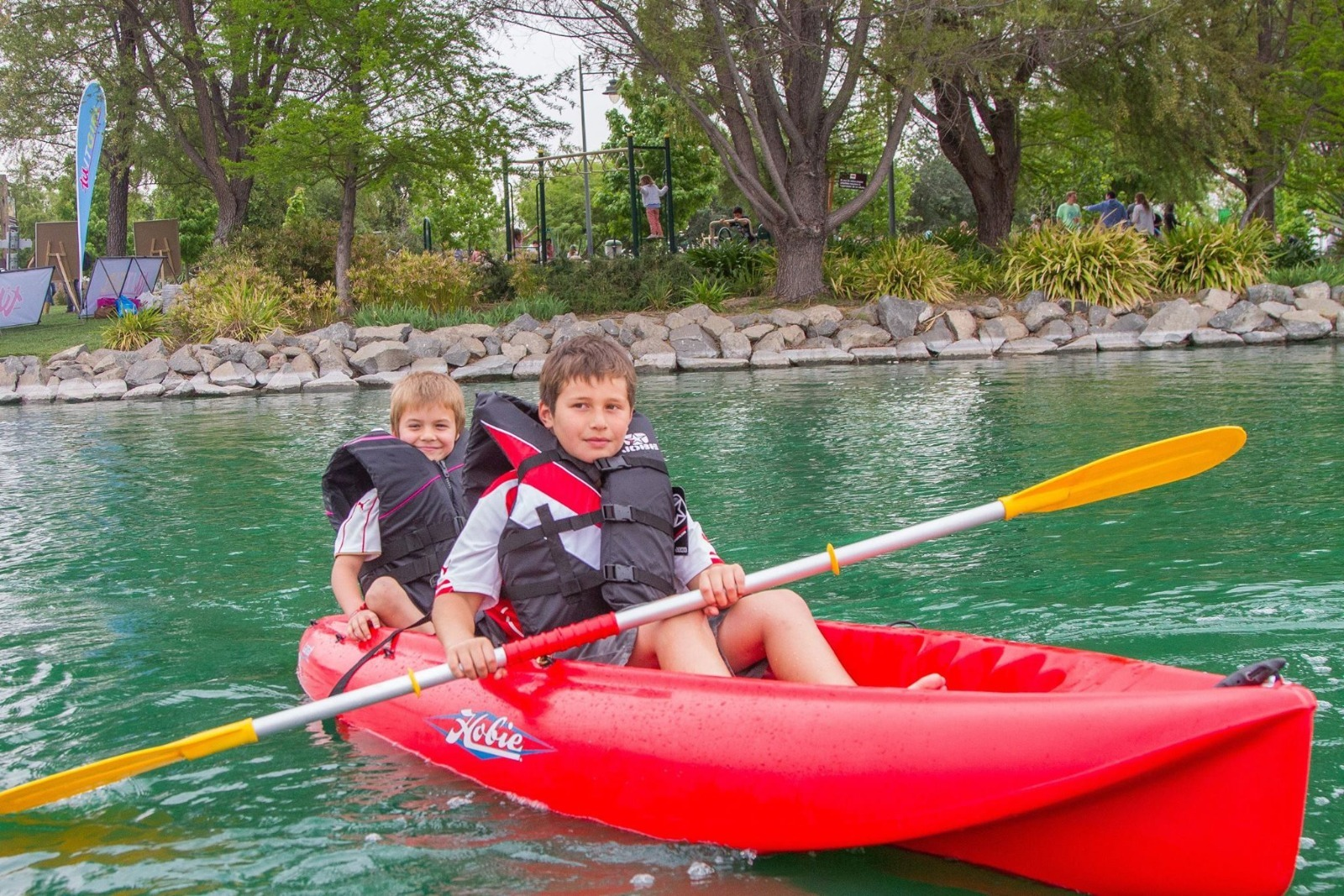 Kayak doble en la Laguna Piedra Roja