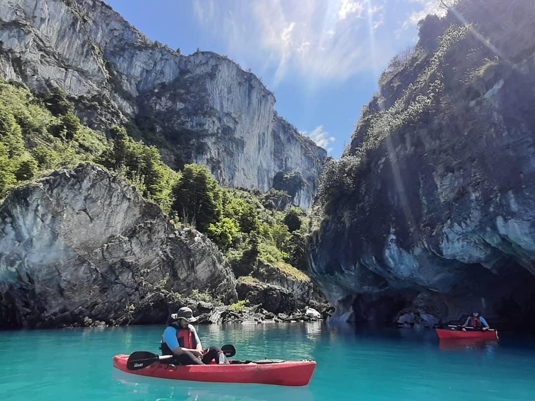 Kayak en las Capillas de Mármol