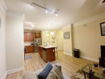 Renting out with online payment: Beautiful Luxurious Condo n Midtown ★WiFi★Pool★