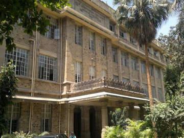 Stay Near Hospital: King Edward Memorial Hospital, Mumbai